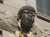 Afrikaner Skulptur an Fassade